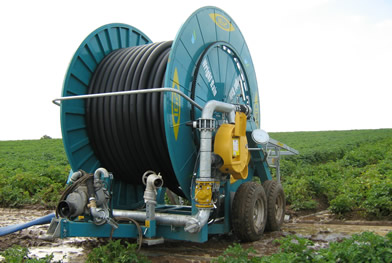 IG2D110-650 4-wheeler irrigation hose-reel in action